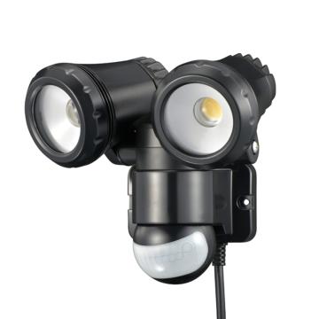 リモコン付LEDセンサーライト 光ズームレンズ 2灯 コンセント式 [品番]07-8896